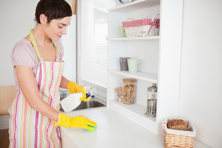 Tips for Green Cleaning with White Vinegar 2