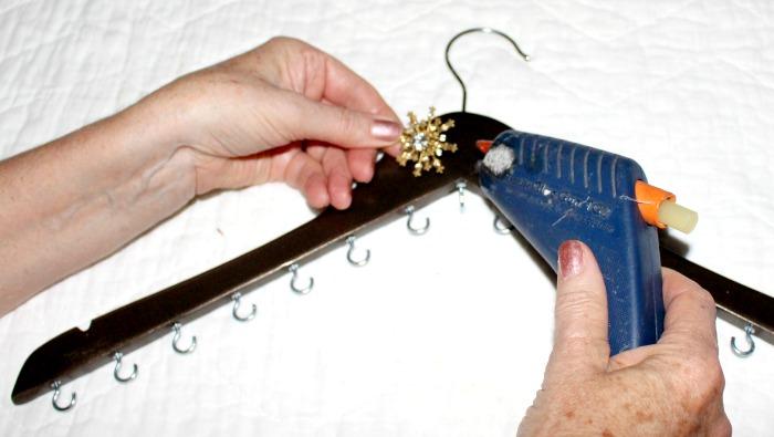 DIY Jewellery Organiser 9