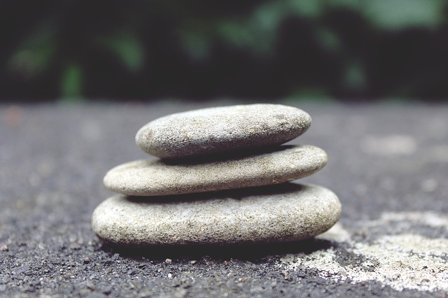 meditation for beginners balancing stones