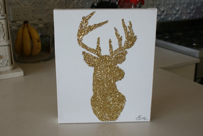 Christmas-glitter-reindeer-diy-wall-art