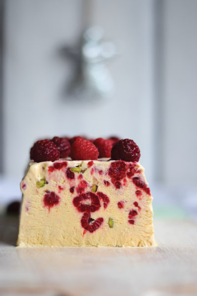 raspberry and pistachio semifreddo christmas dessert
